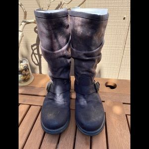 Roxy size 9 slouchy boots.